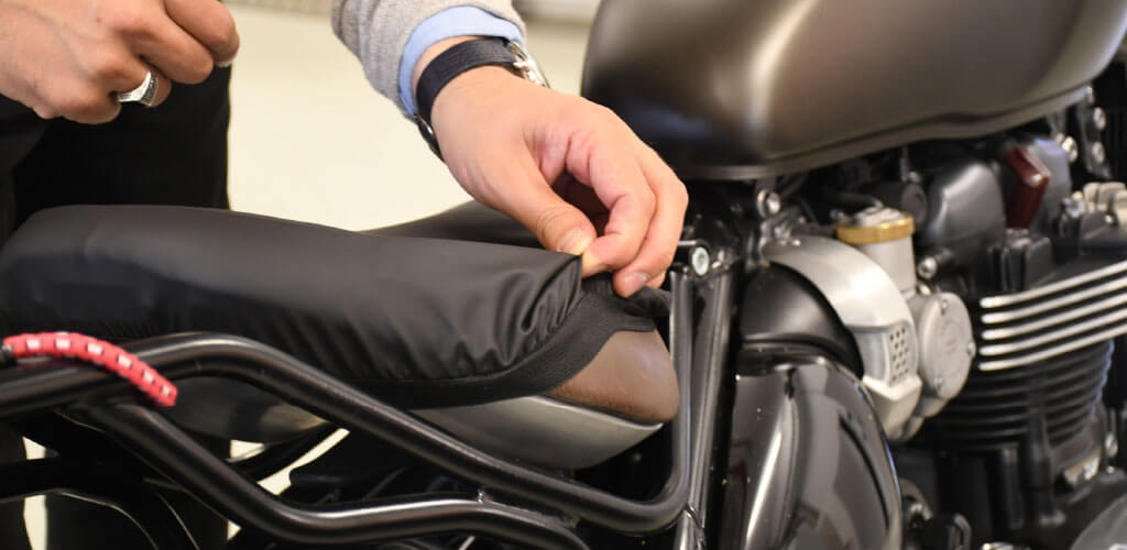 Motorradsitzbank Schutzbezug Größe L 1